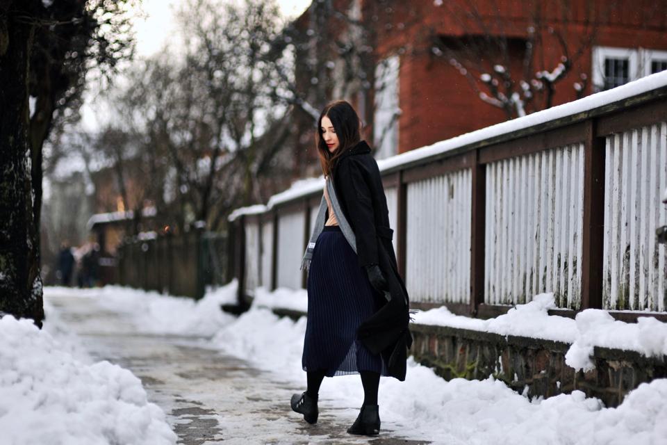 czarny-płaszcz-stylizacje