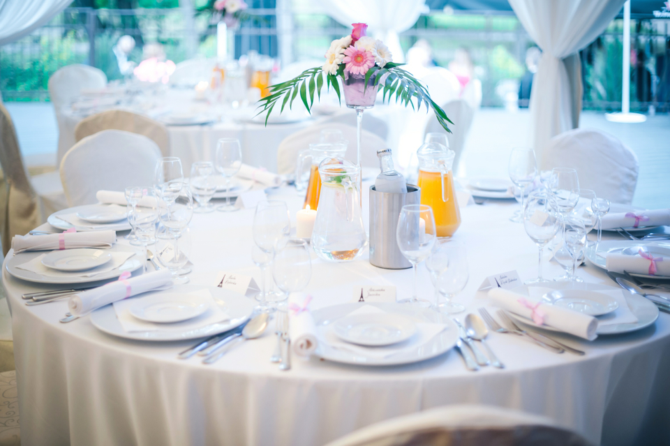 round-wedding-tables-advantages