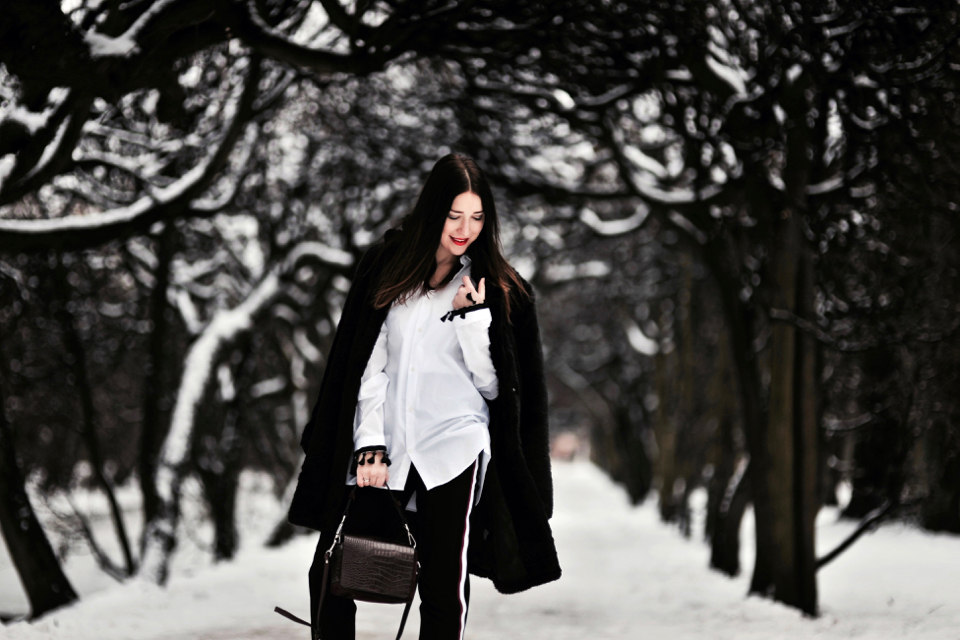 elegancka-stylizacja-z-czarnym-futrem