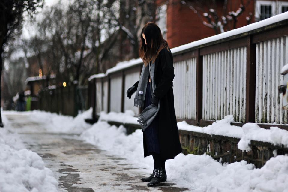 oversized-black-coat-street-style