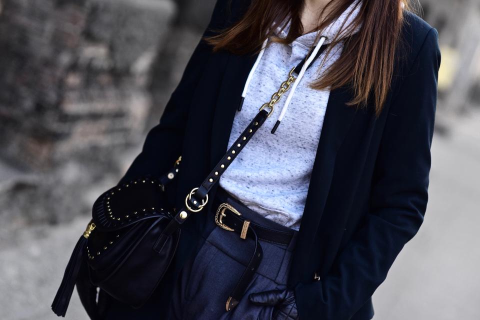 bluza z kapturem w eleganckiej stylizacji