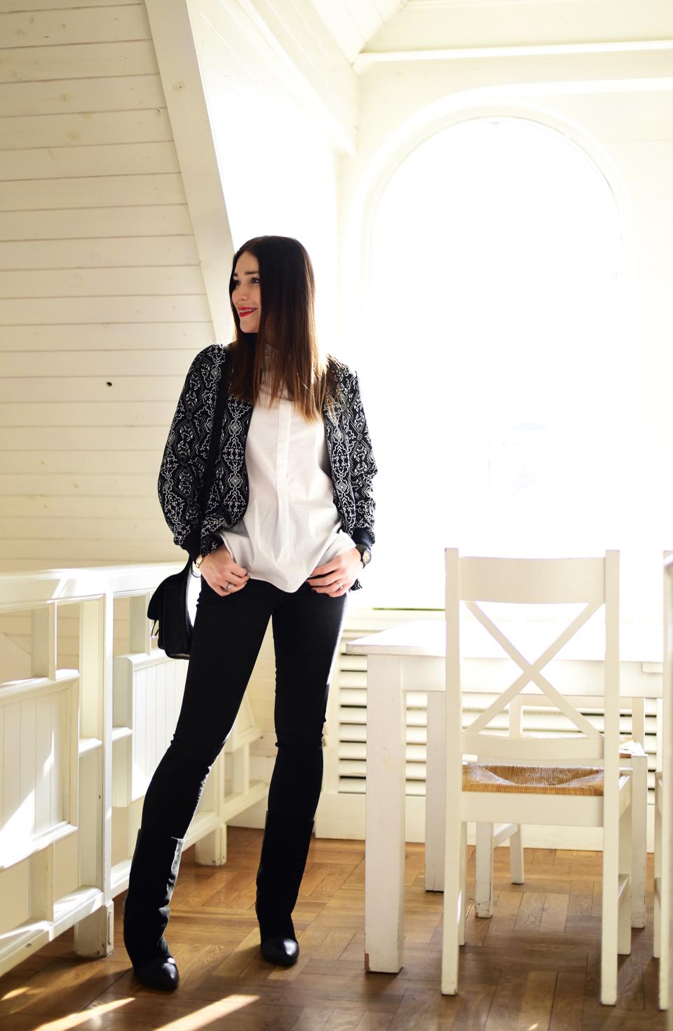 czarne-spodnie-jeansowe-rurki-stylizacja