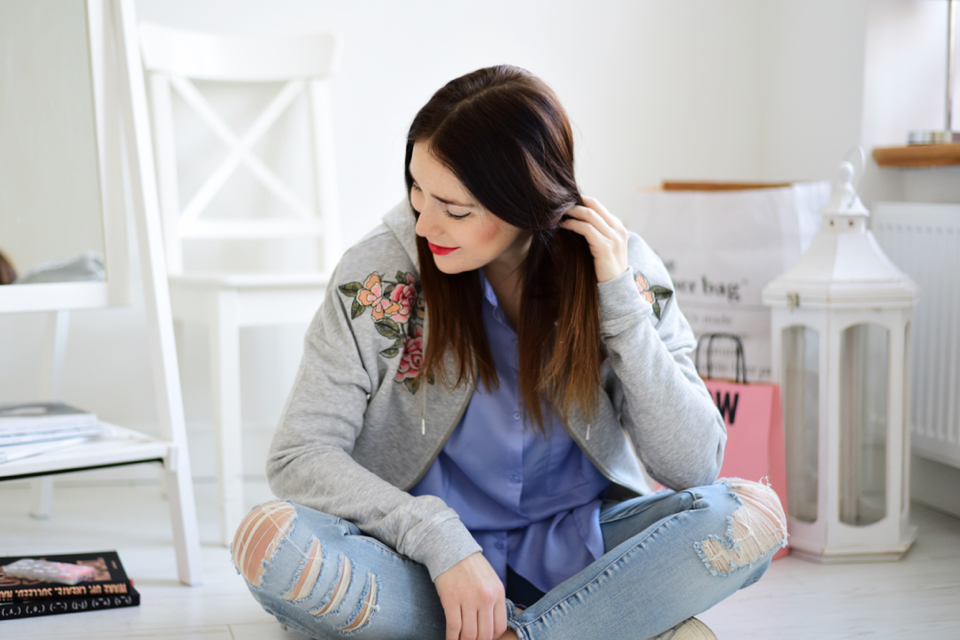 woman-hoodie-outfit-idea