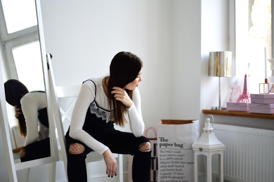 bluzka-na-ramiączkach-założona-na-bluzkę-z-długim-rękawem-stylizacje