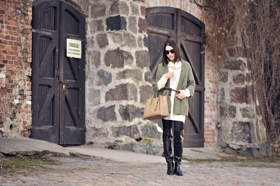 2-sweter-khaki-stylizacja