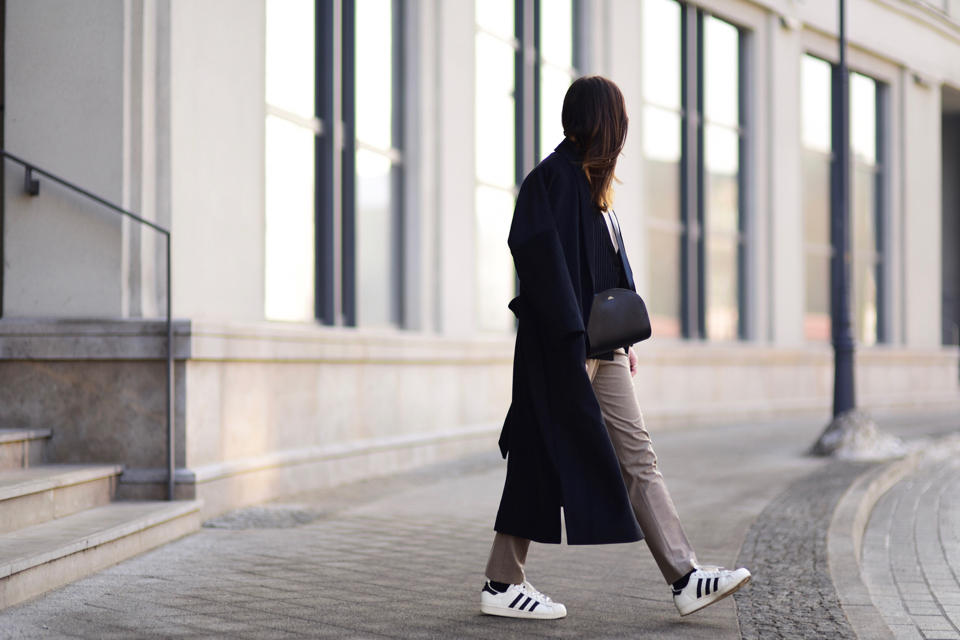 how-to-create-an-elegant-outfit-wearing-adidas-superstar