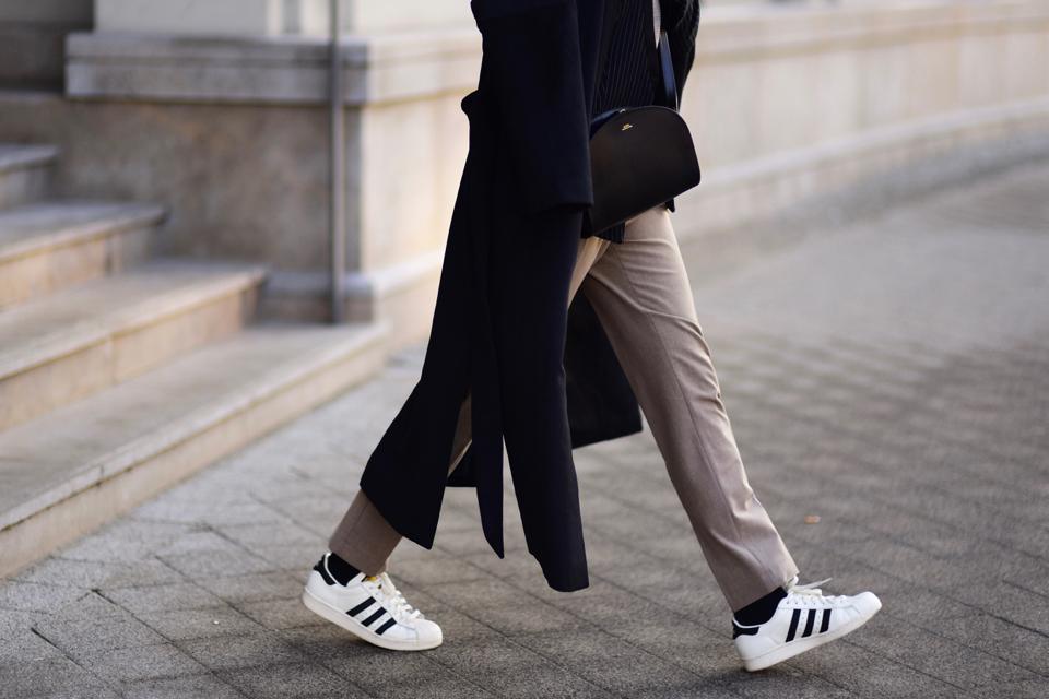 superstary-do-eleganckich-spodni-jak-nosić