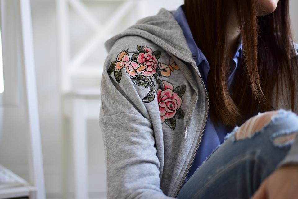 bluza-z-wyhaftowanymi-różami-stylizacja