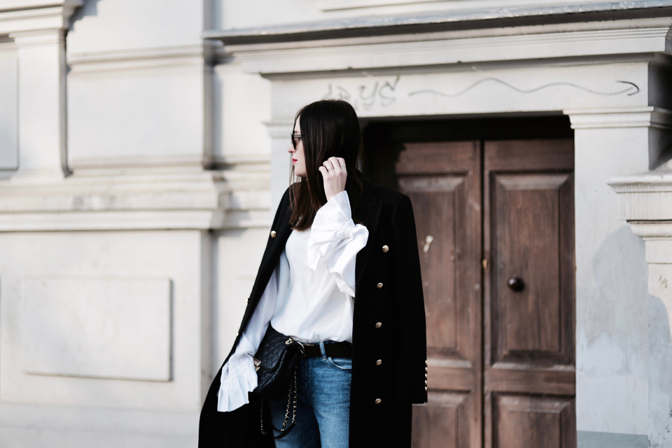 frill-sleeve-blouse-outfit-street-style