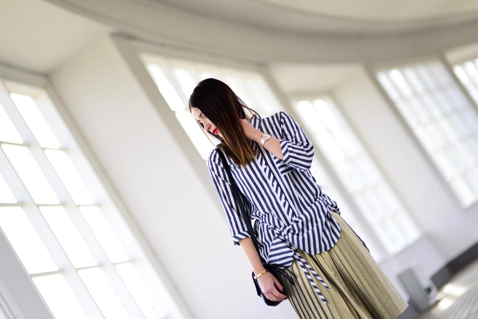 plisowana spódnica stylizacja minimalistyczna