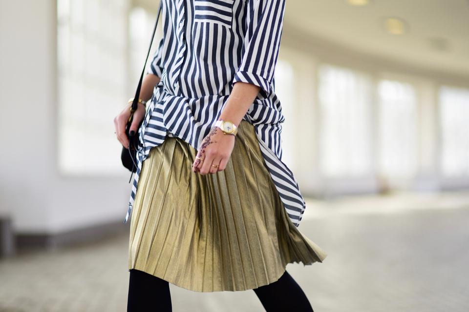 plisowana-spódnica-stylizacja-minimalistyczna