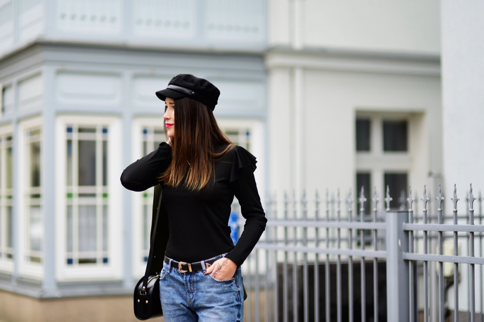 ruffle-blouse-street-style