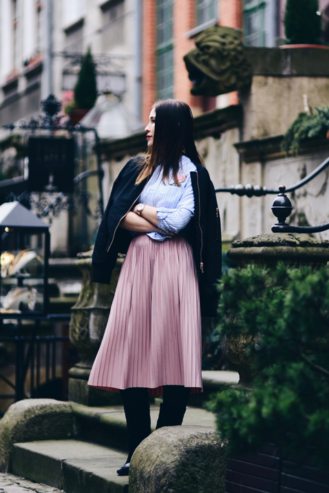 what-to-wear-with-a-skirt