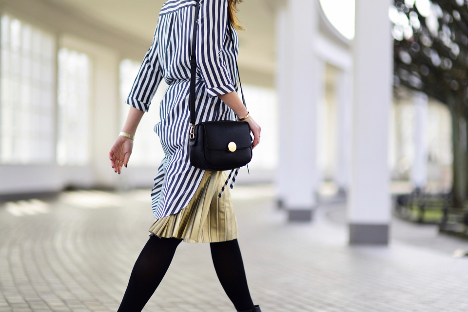 metallic-pleated-skirt-street-style