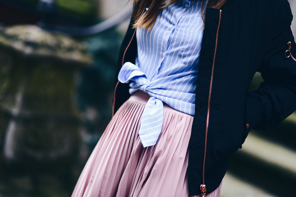 what-shirt-to-wear-with-pleated-skirt