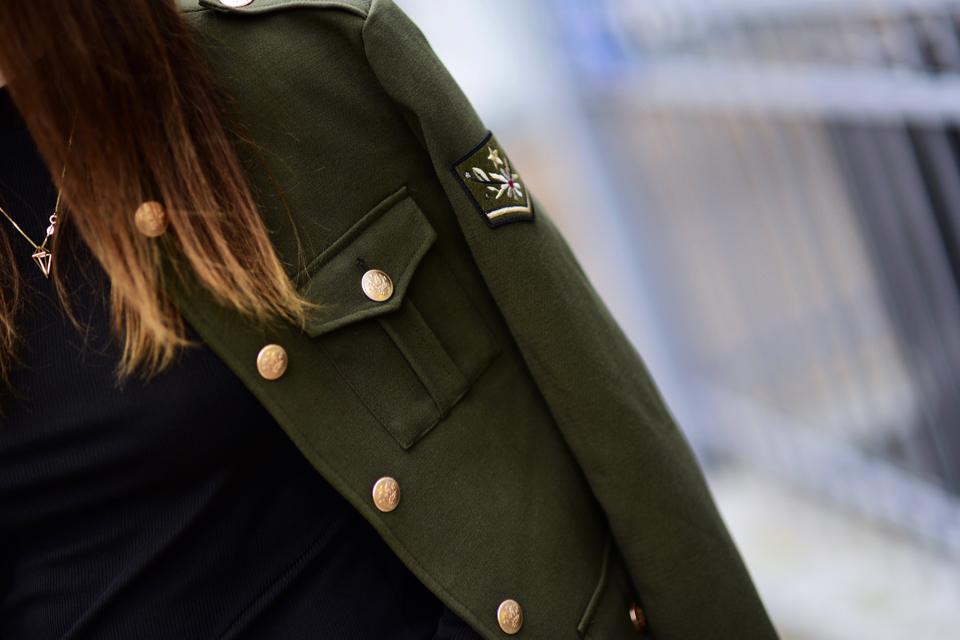 marynarka-militarna-damska-jak-nosić