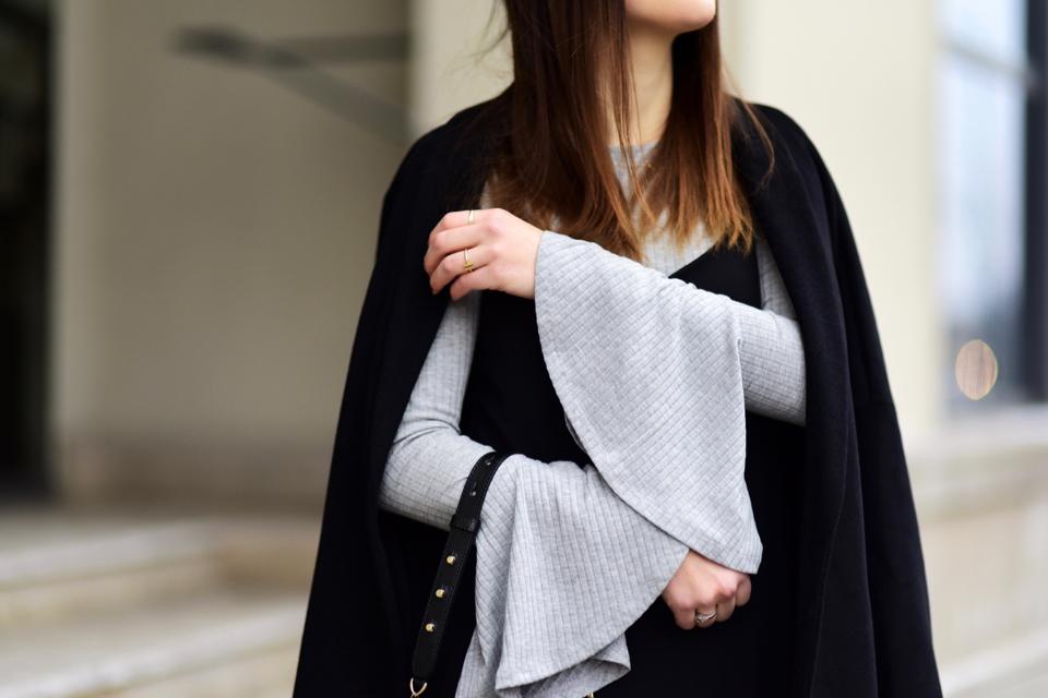 rozkloszowane-rękawy-stylizacje-jak-nosić