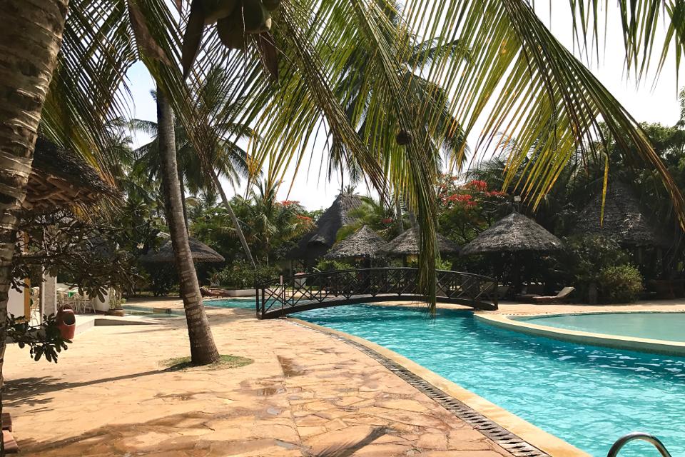 uroa-bay-beach-resort-czy-dobre-drinki-czy-lód-z-wody-butelkowanej