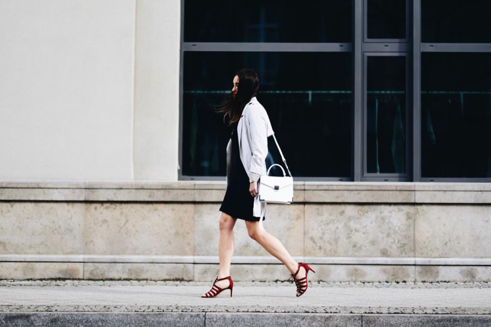 elegancka-sukienka-do-pracy