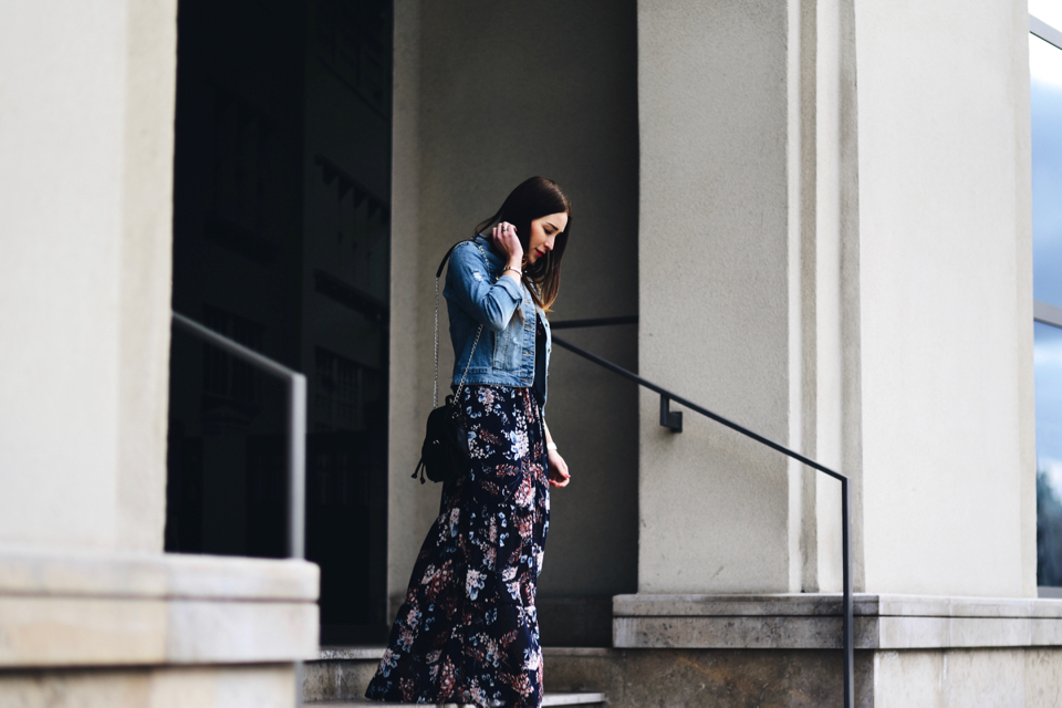 how-to-wear-long-dress-in-casual-way
