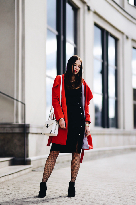 red-trench-coat-street-fashion