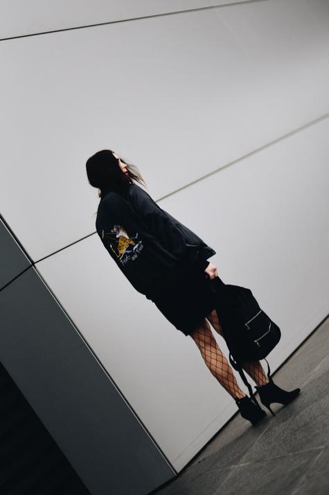 sportowa-bluza-damska-jak-nosić-stylizacja