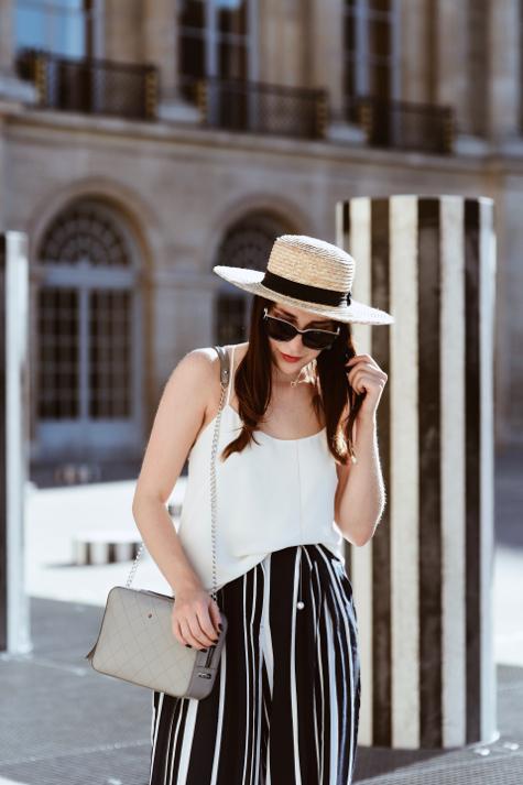 słomkowy-kapelusz-szara-torebka-batycki-stylizacja