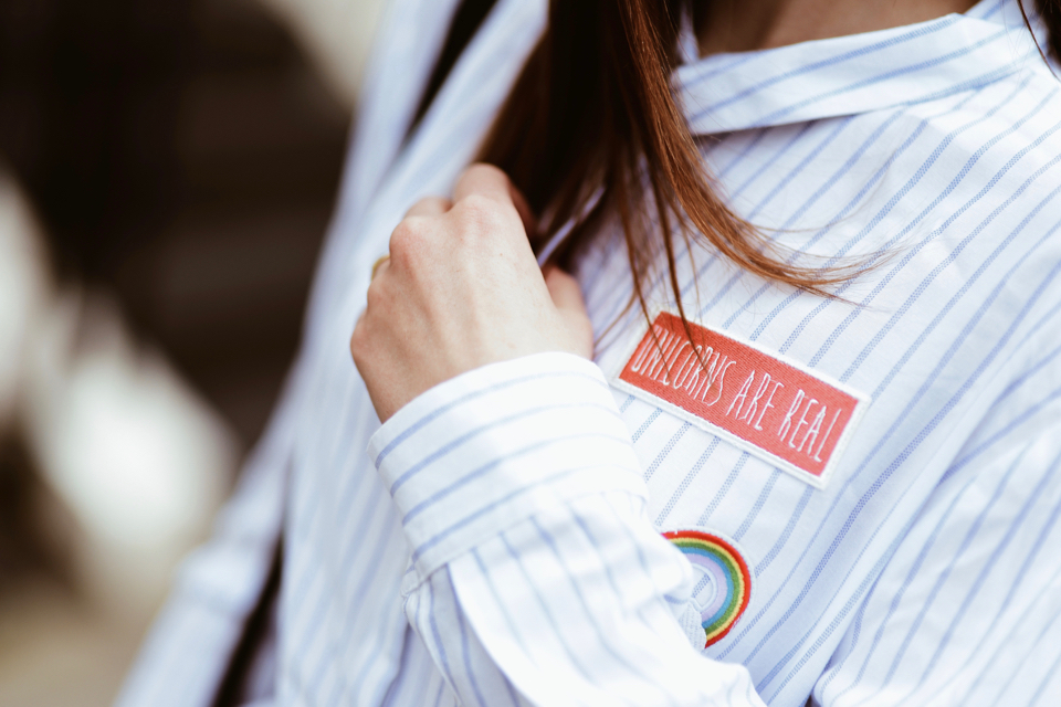 luźna-koszula-z-naszywkami-stylizacja