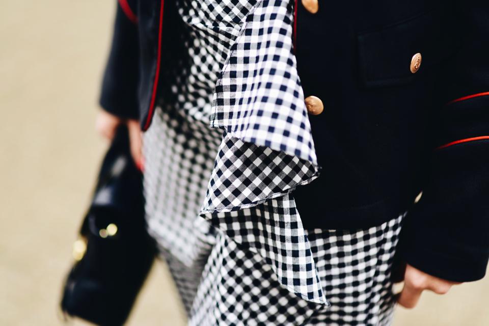 spódnica-w-kratę-vichy-z-falbanami-stylizacje-trend-street-style