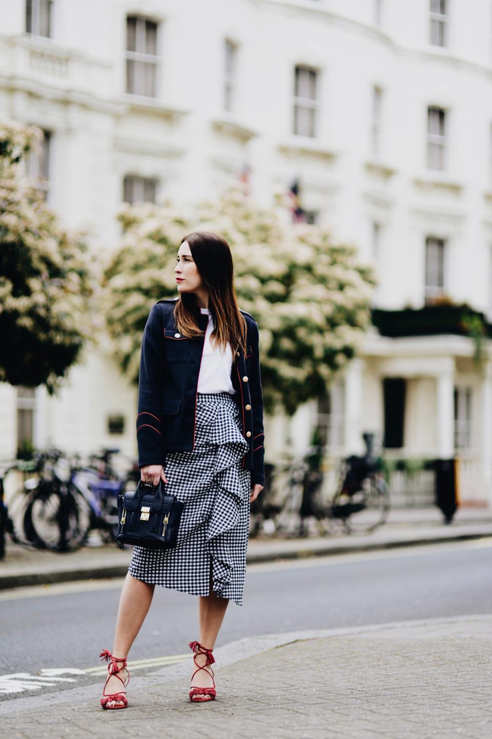 spódnica-w-z-falbanami-stylizacje-trend-street-style
