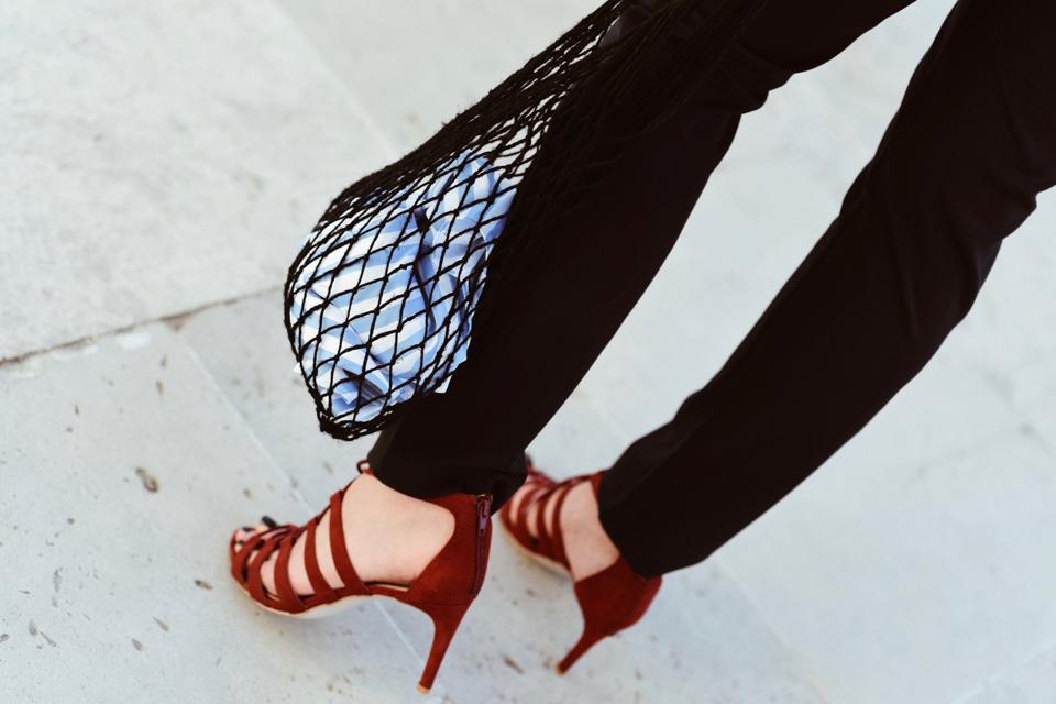 pleciona-torba-stylizacja-net-bag-outfit