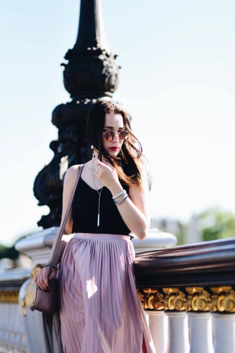 różowa-plisowana-spódnica-stylizacja