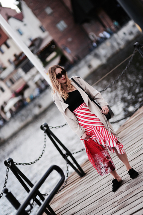 asymmetric-skirt-from-zara-trench-coat-net-bag-half-moon-bag-outfit