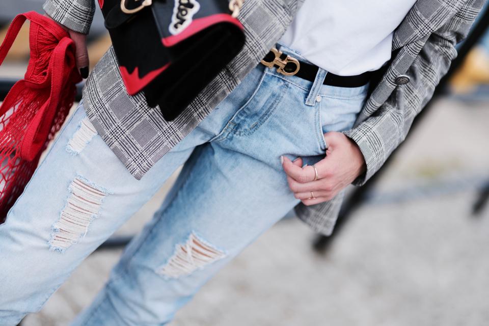pasek-ferragamo-mom-jeans-stylizacja