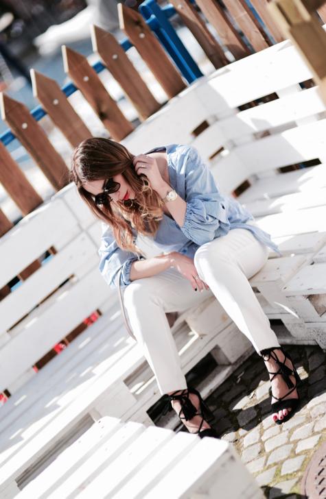 białe-spodnie-elegancka-stylizacja-na-lato