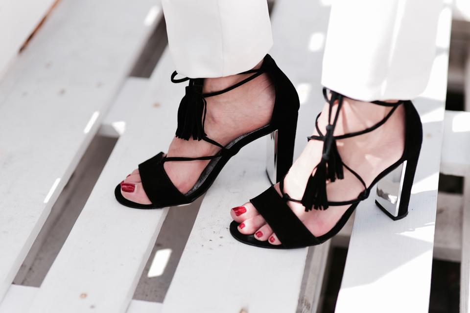 jakie-buty-do-białych-spodni