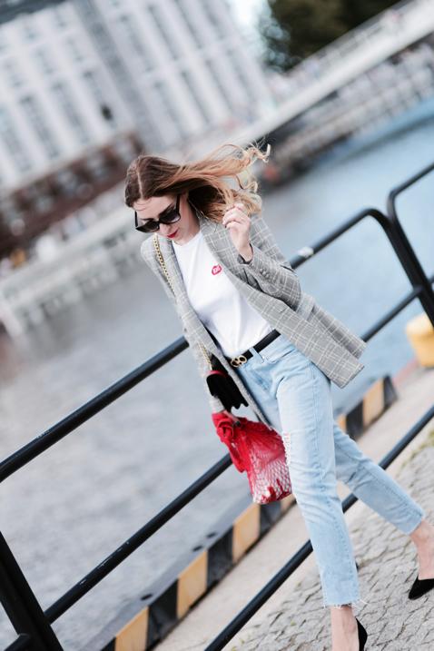 marynarka-w-kratę-z-zary-t-shirt-plny-lala-jeansy-z-wysokim-stanem-stylizacja