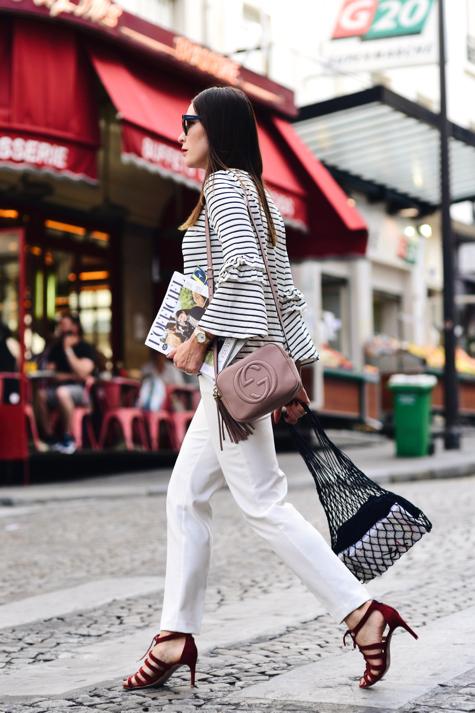 pleciona-torba-jak-nosić-gazeta-modowa-w-środku