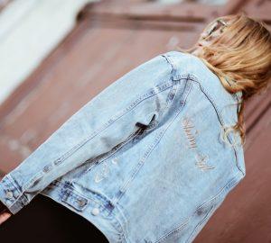 jeansowa-kurtka-jak-przerobić