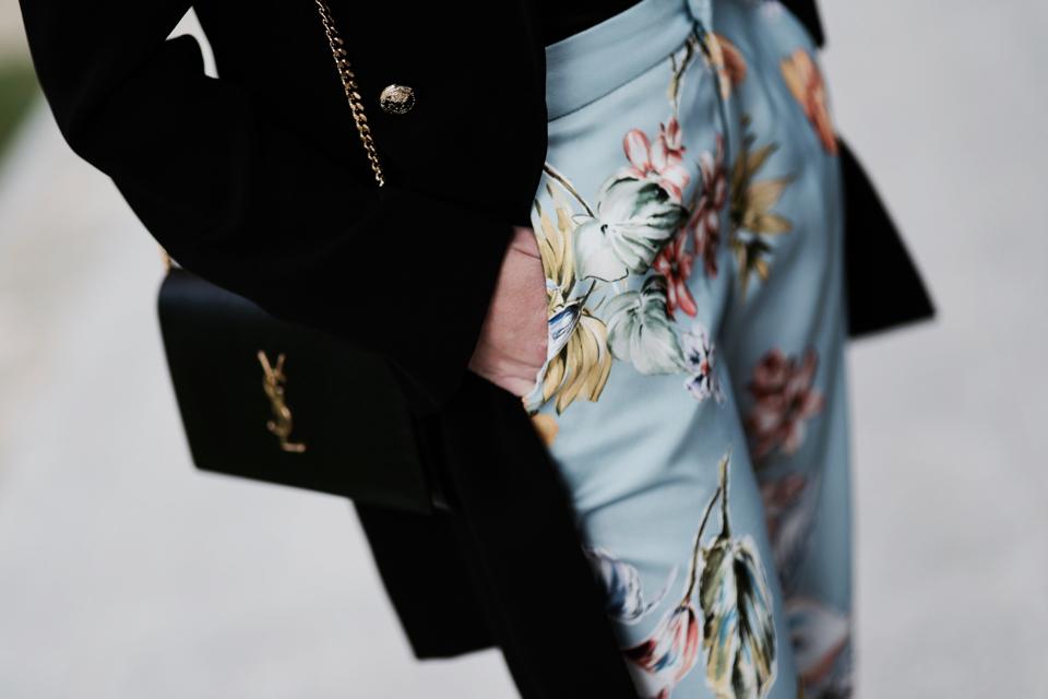 spodnie w kwiaty jak nosić