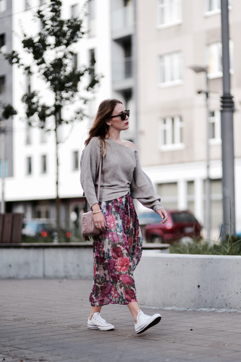 oversized-sweater-and-pleated-skirt-how-to-wear