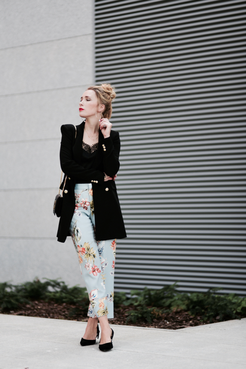 pants-in-floral-print-street-style-street-fashion-outfit-idea