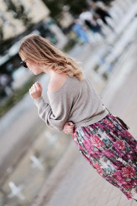 za-duży-sweter-i-spódnica-jak-nosić