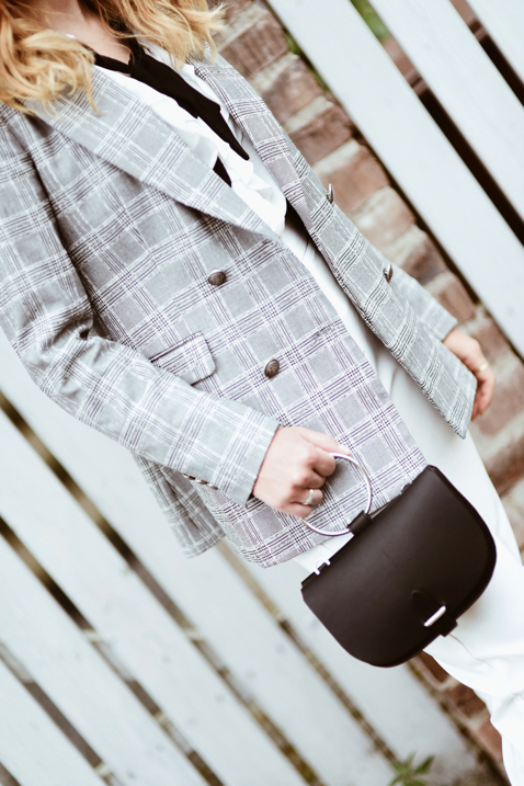 white-elegant-pants-and-checked-blazer-outfit-ideas