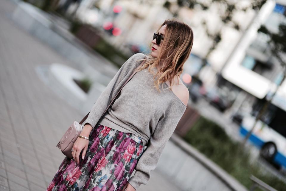 sweter-do-spódnicy-czy-pasuje