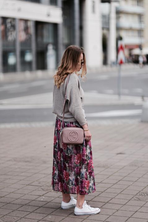 sweter-oversize-i-spódnica-stylizacja