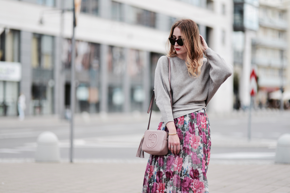 oversized-sweater-pleated-skirt-street-style-street-fashion