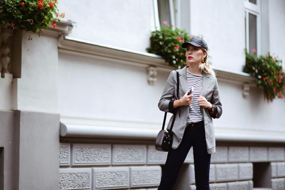 czapka-z-daszkiem-stylizacja