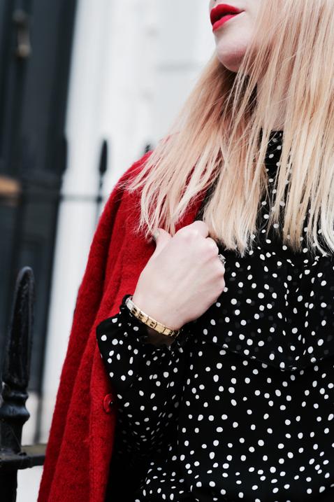 bluzka-w-kropki-groszki-z-falbaną-stylizacja