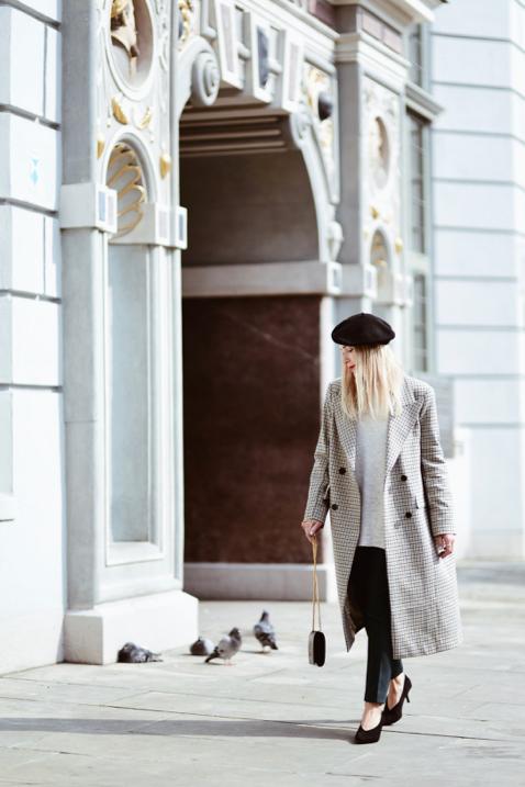 długi-płaszcz-w-kratę-hm-trend-beret-stylizacja
